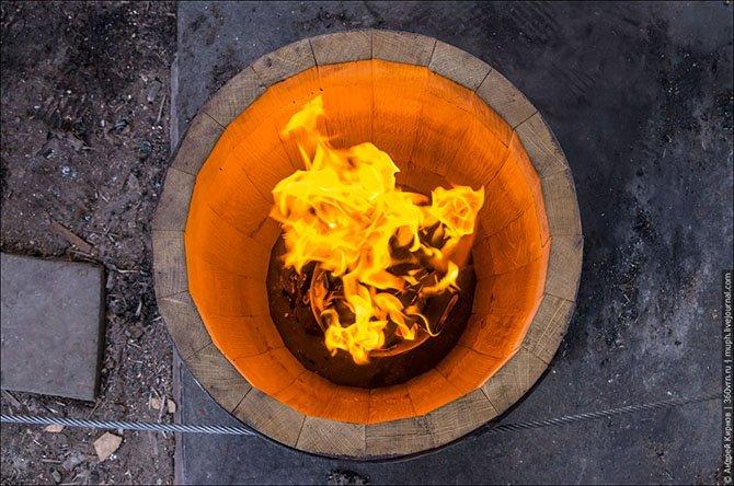 Обжиг деревянной бочки изнутри