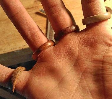 Деревянные кольца на все пальцы своими руками