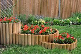 Варианты использования деревянных заборов для выделения зон