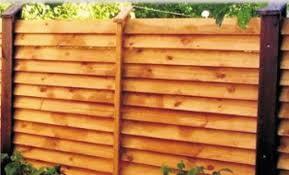 Деревянный забор лесенка