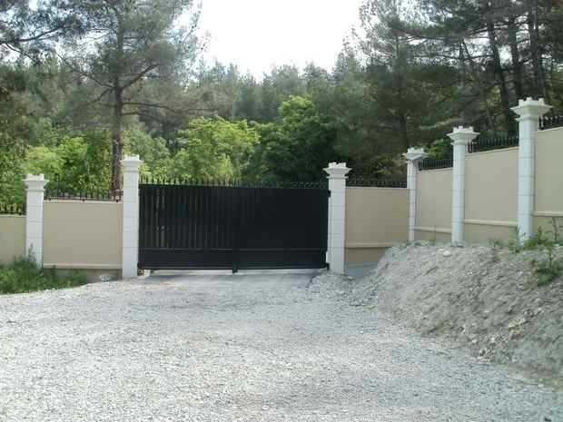 ограда на участке со склоном фото