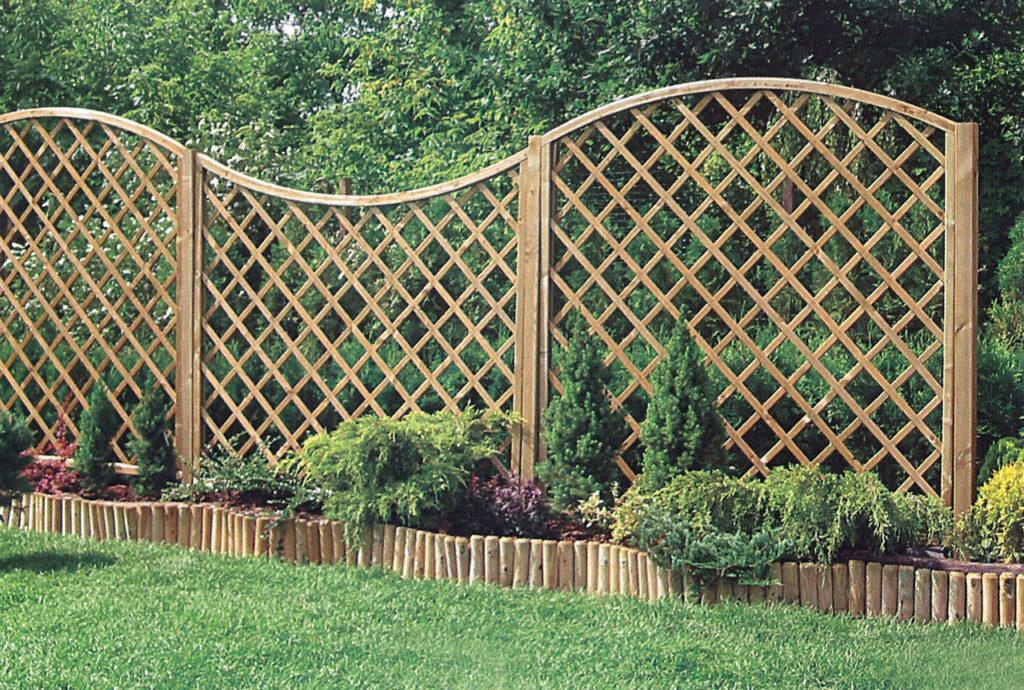 Забор решетка из дерева