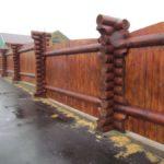 Как построить бревенчатый забор?
