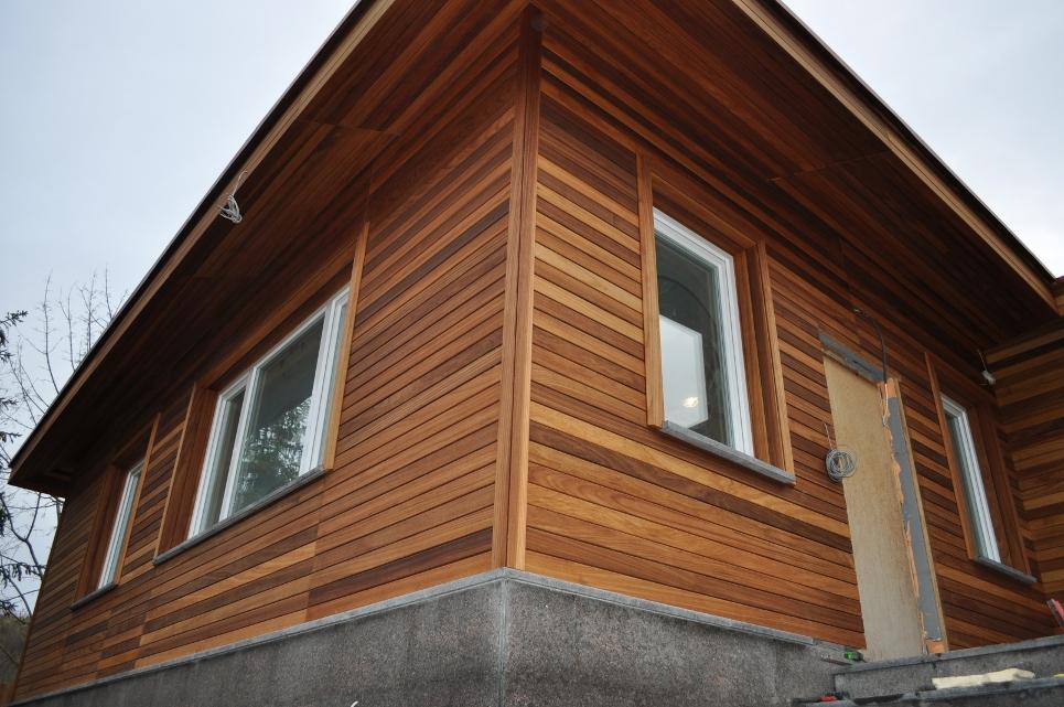 Как обшить фасад дома деревом