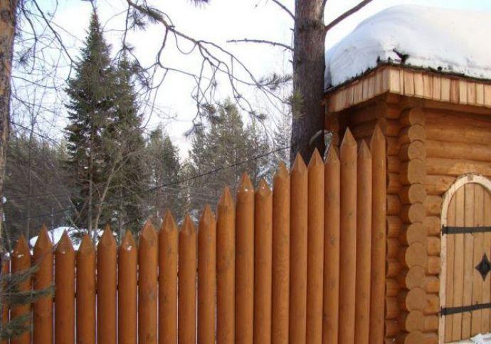 Деревянный забор частокол