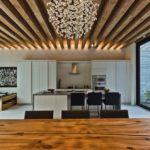 Креативная деревянная реечная обшика на скрытых креплениях