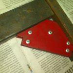 Самодельный магнитный угольник сварщика из динамика