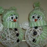 Красивый снеговик из ниток своими руками