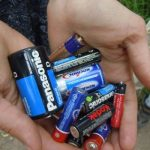 Почему нельзя хранить старые батарейки дома