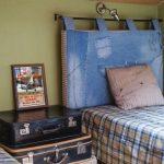 Изголовье кровати из старых джинс