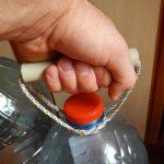Как сделать ручку для пластиковой бутылки объемом 5 л