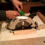 Как сделать стол для дисковой пилы с направляющей