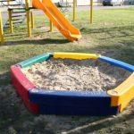 Крытая песочница для придомового участка