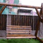 Красивые деревянные качели на придомовой участок