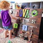 Как сделать бизиборд для малыша из подручных материалов