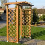 Красивая самодельная арка в саду из подручных материалов