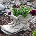 Кашпо для цветов отлитое из цементного раствора