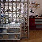 Строительство перегородки из стеклоблоков: технология и особенности