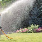 Два простых способа сделать дождевальную установку для огорода своими руками