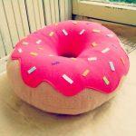 Пошаговая схема декоративной подушки-пончика своими руками