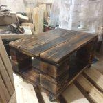 Дизайнерский столик из обычных строительных поддонов
