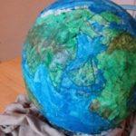 Простая модель самодельного глобуса из картона