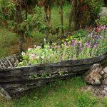 Интересные идеи декора участка из старой лодки