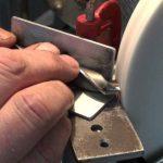 Как облегчить заточку сверл с помощью дверной петли