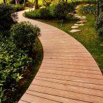 Самодельная раскладная реечная дорожка из дерева для сада и огорода