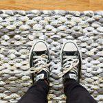 Как самостоятельно изготовить коврик из лоскутов ткани