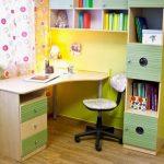 Удобная самодельная парта для ученика в детскую