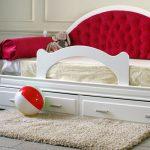 Детский диван-кровать с бортиками из старой мебели
