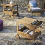 Передвижной деревянный столик на колесиках своими руками