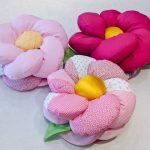 Объемная подушка-цветок из мягкой ткани