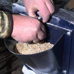 Как смастерить измельчитель корма для живности своими руками
