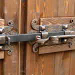 Как сделать мощный засов на ворота своими руками