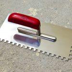 Как превратить обычный шпатель в зубчатый для укладки плитки