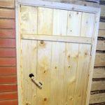 Как самостоятельно сделать деревянную дверь на дачу или в бытовку