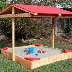 Самодельная крытая песочница для детской площадки на любое время года