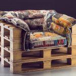 Мягкое кресло с каркасом из старых паллет своими руками