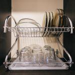 Самодельная подставка для хранения крышек на кухне из того что под рукой