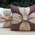 Как сделать декоративную подушку без шитья