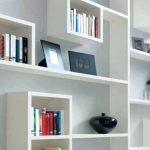Компактные полки для экономии места из мебельного щита