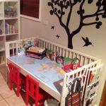 Переделка из старой детской кроватки в столик для занятий и творчества ребенка