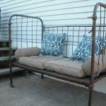 Как применить панцирную сетку старой кровати с пользой для дома