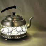 Самодельный ажурный светильник из старого жестяного чайника