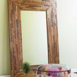 Зеркало с подсветкой в самодельной раме из деревянных реек