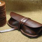 Простой кожаный футляр из ненужных старых сапог