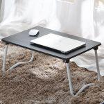 Легкий столик под ноутбук из ПВХ-труб и листа фанеры