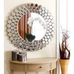 Оригинальная рама для картин и зеркала из нарезанной кружками пластиковой трубы